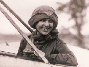Harriet Quimby first woman to fly across the Channel 16.04.1912. Giacinta Koontz