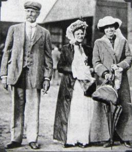 Harriet Quimby with her parents, September 1911. Giacinta Koontz