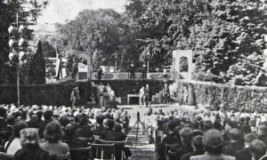 The Dover Players, Coronation year (1953) production in Kearsney Abbey on the only day the weather was good. The photograph was probably taken by Ray Warner. Tom Robinson Collection