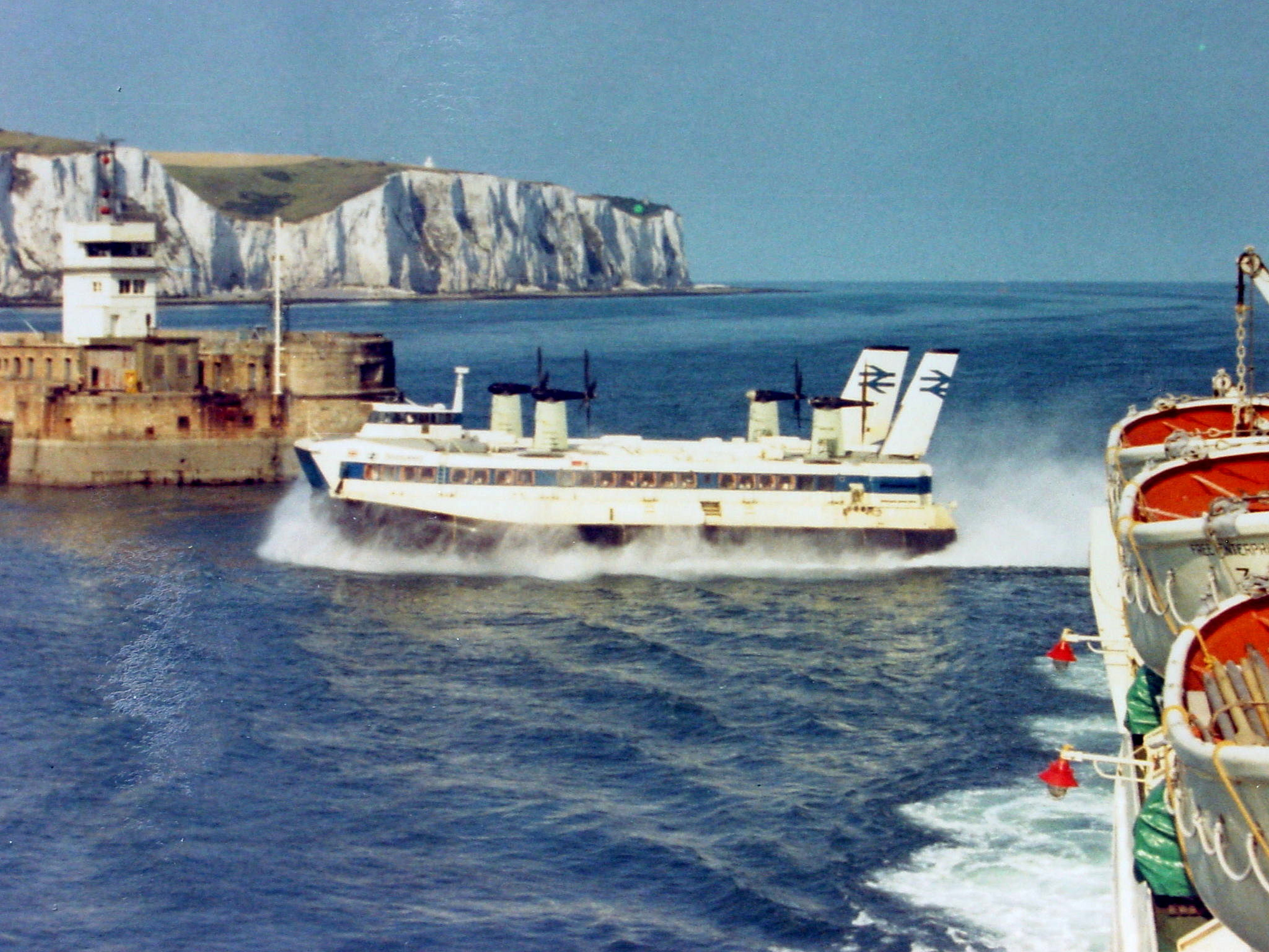 Prince Of Wales Pier Part Ii 1914 To The Present Day Dover Princess Rotary Phone Wiring Diagram Hovercraft Margaret Coming Through Eastern Entrance 1971 Alan Sencicle