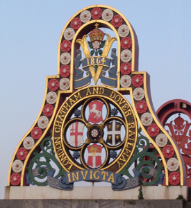 LCDR's crest, Blackfriars Bridge, Peter Trimming. Wikimedia Commons