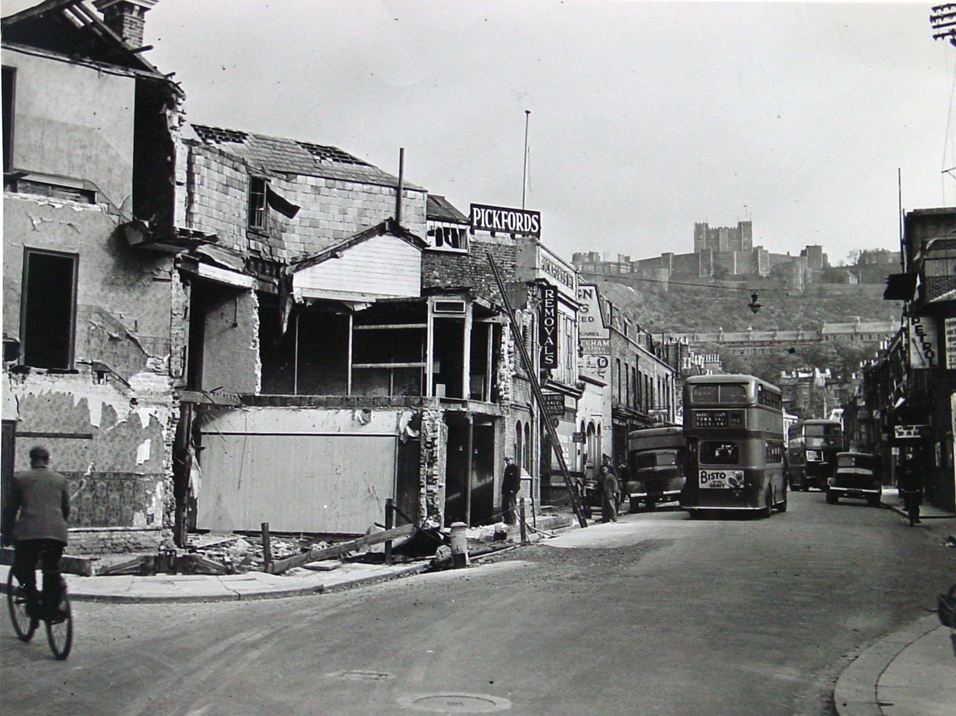 Blackout curtains ww2 - Castle Street Following The Last Shell To Hit And Cause Material Damage On Dover This