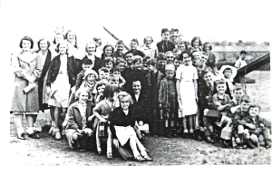 Children who lived at Ropewalk and Aycliffe about to be evacuated from Dover in 1940. Ray Langabeer