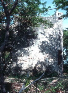 Said, in folk law, to be the Tower in Nassau from which Blackbeard watched out for likely ships to take. More likely an water tower. photograph by Jerry and Roy Klotz. Wikimedia-Commons