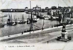 Calais - Bassin du Paradiss c1910. David Iron Collection