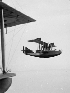 Felixstowe flying boat F.2A N4297 in flight. Imperial War Museum Wikimedia Commons