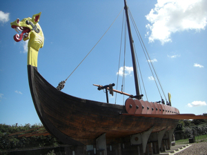 Hugin reconstructed Viking longboat at Pegwell Bay near Ramsgate. Midnightblueowl on Wikamedia