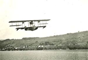 Curtiss Model E Flying Boat at Lake Keuka, Hammondsport, New York. wikimedia commons
