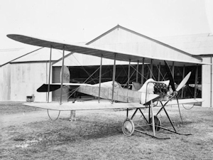 BE 2 (early version) Royal Aircraft Factory two-seat general purpose biplane of the No. 2 Squadron, RFC Montrose. Wikimedia