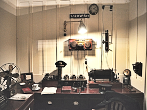 Replica of Titanic's radio room. SPARK Museum of Electrical Invention, Bellingham, Washington, U.S. Joe Mabel