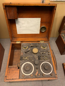 Short Wave Receiver Mark III of the type that Prince and Trenchard would have used in the experiments. Royal Signals Museum