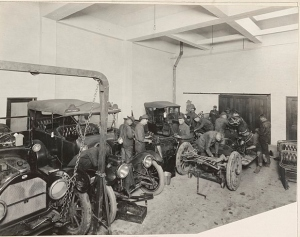 Automobile Mechanics in training 1917-1918. US National Archives