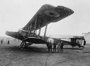 Handley Page O/100 1459 Le Tigre aeroplane. Library & Archives of Canada 1917